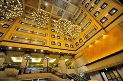 Le beau lustre gigantesque dans l'hôtel de Kiroro à Sapporo photographie stock