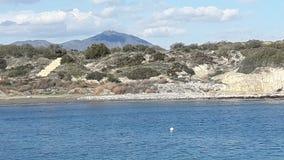 Le beau Mountain View de mer a soufflé le ciel Image stock