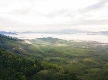 Le beau paysage avec le brouillard au nui de khai de khao Photo libre de droits