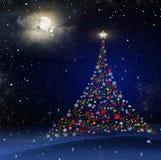 Le beau paysage d'hiver avec la neige a couvert des arbres la nuit Image libre de droits
