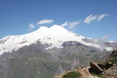 Le beau paysage des montagnes de Caucase images stock