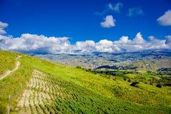 Le beau paysage des montagnes près du volcan de Quilotoa avec de l'agriculture débarque Quilotoa est l'occidental Photos libres de droits