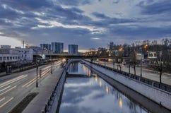 Le beau paysage urbain de soirée Image stock