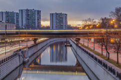 Le beau paysage urbain de soirée Photographie stock