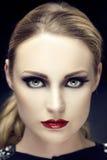 Le beau portrait de femme avec le perfekt composent photographie stock libre de droits