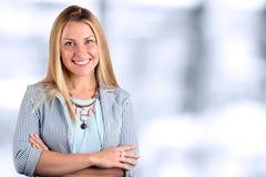 Le beau portrait de sourire de femme d'affaires images stock