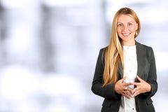 Le beau portrait de sourire de femme d'affaires Gens d'affaires travaillant dans le bureau photo libre de droits