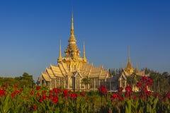 Le beau temple chez Wat Luang Phor Tor dans Korat, province de Nakhonratchasima photographie stock libre de droits