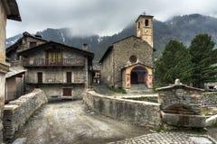 Le beau village de Chianale photographie stock