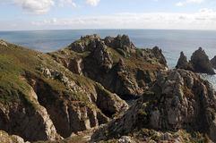 Le bec d'ancre empile des roches sur Guernesey Image libre de droits