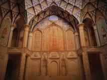 Le bel espace de mur et de chambre forte dans l'architecture traditionnelle Image stock