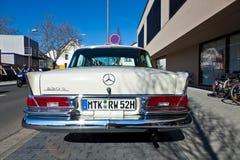 Le bel oldtimer ont lieu dans les classiques 2011 de MTK au suppor Photo libre de droits