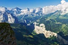 Le belle alpi idilliache abbelliscono con le montagne di estate Fotografie Stock