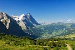 Le belle alpi idilliache abbelliscono con le montagne di estate Immagine Stock Libera da Diritti