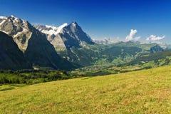 Le belle alpi idilliache abbelliscono con le montagne di estate Fotografia Stock Libera da Diritti