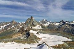 Le belle alpi svizzere abbelliscono con le montagne, le rocce ed il ghiacciaio Immagine Stock Libera da Diritti