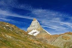 Le belle alpi svizzere abbelliscono con le montagne, le rocce ed il ghiacciaio Immagini Stock