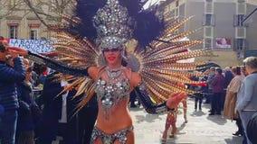 Le belle donne balla al carnevale stock footage