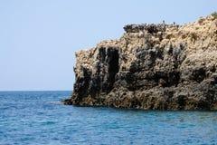 Le belle formazioni rocciose sull'Algarve costeggiano, il Portogallo Fotografia Stock