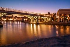 Le belle luci del ponte al Dubai parcheggia Riverland fotografie stock
