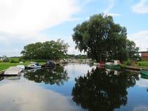 Le belle navi si avvicinano al fiume Atmata, Lituania Immagini Stock Libere da Diritti
