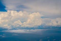 Le belle nuvole nel cielo sono qualcosa che sia sulla terra, ma bello come cielo fotografia stock libera da diritti