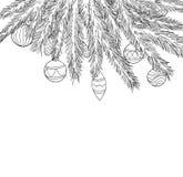 Le belle palle in bianco e nero di Natale che appendono su un albero di Natale si ramificano Fotografie Stock Libere da Diritti