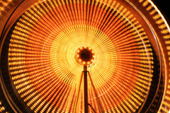 Le belle tracce dell'indicatore luminoso in un carnevale Fotografia Stock