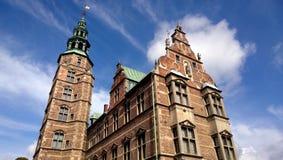 Le belle viste di Rosenborg fortificano a Copenhaghen in tempo nuvoloso soleggiato Fotografie Stock Libere da Diritti