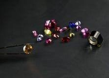 Le bijou ou les gemmes sur la couleur noire d'éclat, studio a tiré de la belle gemme Images stock