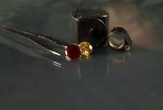 Le bijou ou les gemmes sur la couleur noire d'éclat, studio a tiré de la belle gemme Image stock
