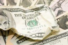Le billet de banque chiffonné sur les dollars neufs Photos libres de droits