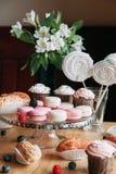Le biscuit tendre de baie durcit en composition photos stock