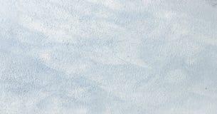 Le blanc a lavé le fond abstrait texturisé peint avec des courses de brosse aux nuances grises et noires Milieux abstraits d'art  Photo libre de droits