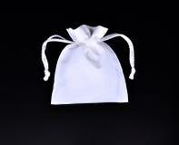 Le blanc met en sac le tissu blanc de corde Photos stock