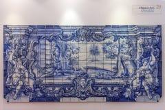 Le bleu d'Azulejos de fables de Fontaine de La couvre de tuiles le Portugal Photos stock
