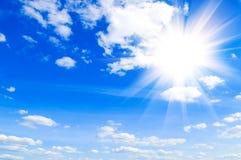 le bleu opacifie le ciel Photographie stock