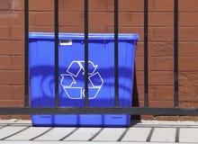 Le bleu réutilisent le coffre Image libre de droits