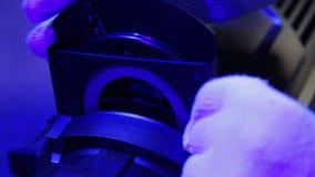 Le bloc d'éclairage met le diagramme d'iris sur le tube du projecteur de profil banque de vidéos