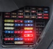 Le bloc de voiture fond, plan rapproché, fermeture électrique et électrique photos libres de droits
