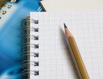 Le bloc-notes et le crayon Photographie stock libre de droits