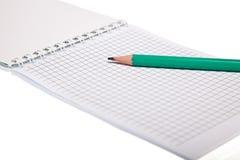 Le bloc-notes et le crayon ont isolé Photographie stock