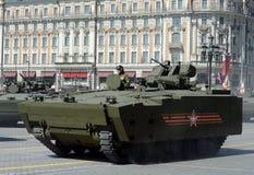 Le BMP de véhicule de combat d'infanterie sur le milieu a dépisté la plate-forme kurganets-25 Images libres de droits