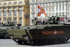 Le BMP de véhicule de combat d'infanterie sur le milieu a dépisté la plate-forme kurganets-25 pour la répétition de défilé à Mosc Photo stock