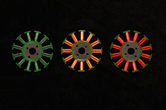 Le bobine gialle e verdi rosse sui motori senza spazzola si arrotola Fotografia Stock Libera da Diritti