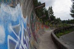 Le bobsleigh olympique abandonné de Sarajevo et Luge voie, Bosnie Image stock