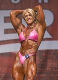 Le Bodybuilder voluptueux fait la déclaration forte dans le concours de Toronto Image stock