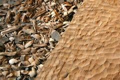 Le bois découpent et sciure images stock