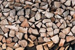 Le bois de chauffage ouvre une session une pile Photo stock