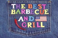 Le bois de partie de gril se connectent des blues-jean avec le drapeau américain Photos stock